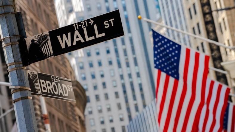 Finanskrisen startet i 2008, bilde av skilt på Wall Street i New York.