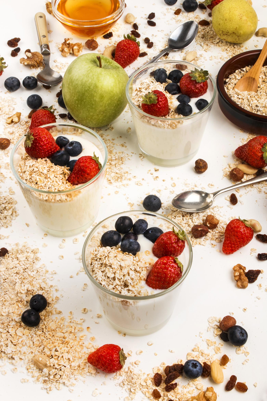 Yogurt med kort og bær