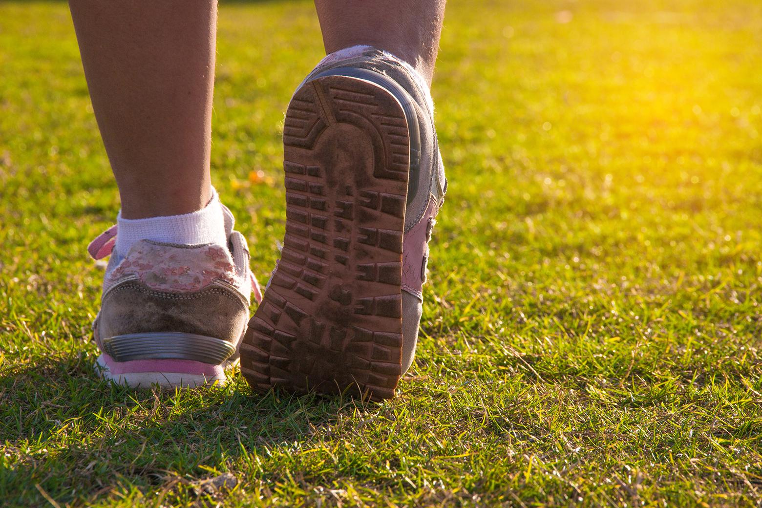 Føtter med joggsko